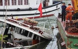 Tàu du lịch xảy ra sự cố tại Quảng Ninh