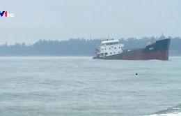 Lật tàu than ở Nghệ An: Công tác tìm kiếm gặp nhiều khó khăn