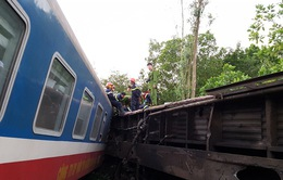 Tai nạn tàu hỏa ở Huế: Huy động 2 cần cẩu 100 tấn để giải phóng đường sắt