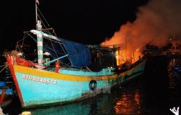 Cháy tàu cá tại Bình Thuận, 1 người bị thương nặng