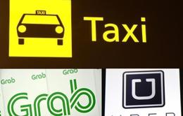 Các hãng taxi dán khẩu hiệu phản đối Uber, Grab đã vi phạm luật cạnh tranh?