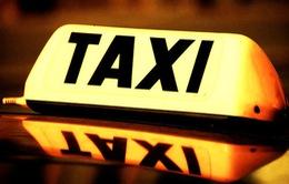 """Xử lý nghiêm taxi """"chặt chém"""" gần 1 triệu đồng của du khách tại Hà Nội"""