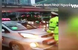 Xác định tài xế taxi cố tình cản trở đoàn xe ưu tiên