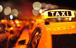 Hà Nội đề xuất Uber và Grab gắn phù hiệu như taxi