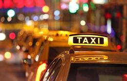 """Hà Nội có thể gắn mác """"ngoại thành"""" cho taxi"""