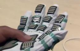 Găng tay cảm ứng giúp đo độ cứng của cơ