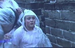 Bé gái bại não 11 tuổi chinh phục Vạn Lý Trường Thành