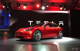 Tesla trở thành nhà sản xuất ô tô lớn thứ 2 của Mỹ