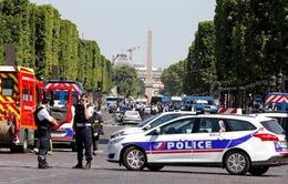 Xe đâm vào cảnh sát Pháp chứa đầy thiết bị gây nổ