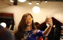 Đeo kính râm, giả trang thành nữ, iPhone X có nhận ra chủ?