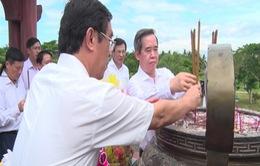 Trưởng Ban Kinh tế Trung ương Nguyễn Văn Bình dâng hương tri ân liệt sỹ