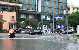 Nhiều tuyến phố ở Thanh Hóa thành sông sau cơn mưa lớn