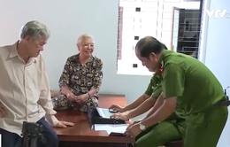 Công an đến tận giường bệnh làm thẻ căn cước cho bệnh nhân