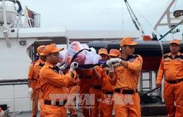 Đưa thi thể hai ngư dân Bình Định gặp nạn trên biển về bờ