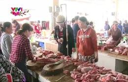Thị trường thịt lợn Tết: Nghịch lý giá mua giảm, giá bán vẫn tăng đều