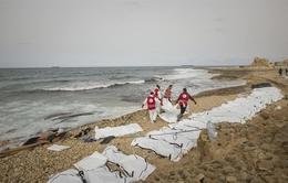 Phát hiện 74 thi thể người di cư trôi dạt vào bờ biển Libya