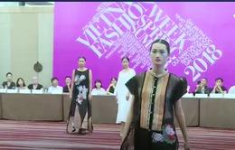 Tuần lễ thời trang Xuân Hè 2018: Tôn vinh chất liệu truyền thống