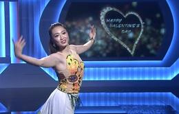 Tiết mục múa lụa của cựu VĐV thể dục nghệ thuật Thu Hà