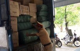 Quảng Nam: Bắt xe biển số Lào chở lượng lớn hàng lậu