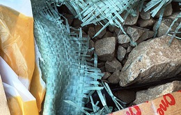 Bắt khẩn cấp đối tượng vận chuyển 50kg thuốc nổ bom tại Quảng Nam
