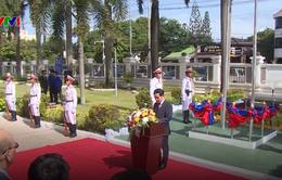 Lào thượng cờ kỷ niệm 50 năm thành lập ASEAN