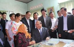 Thủ tướng thăm và tặng quà các gia đình Mẹ Việt Nam anh hùng ở Quảng Nam và Đà Nẵng