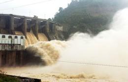 Thủy điện Hòa Bình đóng hết các cửa xả đáy