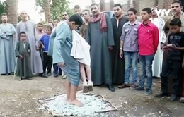 Cậu bé Ai Cập gây ấn tượng với màn trình diễn với... thủy tinh