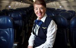 Tiếp viên hàng không lớn tuổi nhất thế giới kỷ niệm 60 năm làm việc