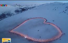Pháp: Tạo hình trái tim khổng lồ để gửi hình ảnh lên trạm vũ trụ