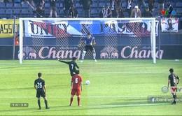 VIDEO: Tiến Dũng cản phá xuất sắc quả phạt đền của U23 Thái Lan
