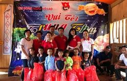 """Mang """"Trung thu yêu thương"""" đến với học sinh nghèo Lào Cai"""