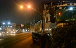TP.HCM: Xe tải mất phanh khi đổ dốc, cày nát dải phân cách