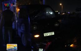 TP.HCM: Xe tải húc xe máy đi hơn 10m, cả gia đình nhập viện