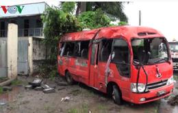 Cần Thơ: Xe khách mất lái lao vào lề đường, 12 người thương vong