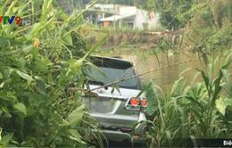 Sóc Trăng: Ô tô va chạm với 3 xe máy, 1 người chết, 5 người bị thương