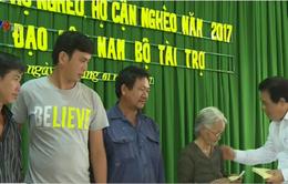 Ban chỉ đạo Tây Nam Bộ tặng quà Tết cho hộ nghèo