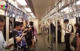 Thái Lan thử nghiệm bỏ ghế ngồi trên hệ thống tàu điện ngầm MRT
