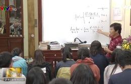 Nghị lực người thầy hơn 30 năm dạy học trên xe lăn
