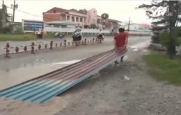 Lốc xoáy làm sập nhiều nhà dân ở Bạc Liêu