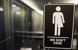 Mỹ bãi bỏ chỉ thị về nhà vệ sinh cho người chuyển giới