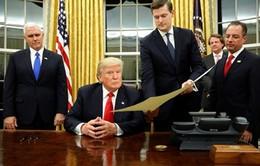 """Tân Tổng thống Mỹ ký sắc lệnh """"đóng băng"""" Obamacare"""