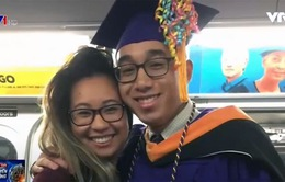 Lễ tốt nghiệp bất ngờ của một sinh viên trên tàu điện ngầm