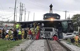 Mỹ: Tàu hỏa đâm xe khách, ít nhất 4 người thiệt mạng