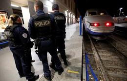 4 du khách Mỹ bị tạt axit tại Pháp