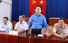 Bộ TN&MT tặng quà người dân vùng sạt lở An Giang