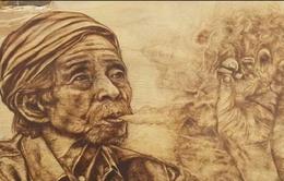 Độc đáo tranh gỗ với bút vẽ có đầu kim loại nung đỏ rực