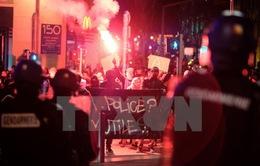 """Cảnh sát xâm hại thanh niên da màu làm """"nóng"""" chiến dịch tranh cử tổng thống Pháp"""