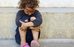 Pháp: Mỗi tháng có 3 triệu trẻ em sống dưới mức nghèo khó