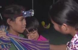 Những đứa trẻ tới trường lúc nửa đêm ở Kon Tum